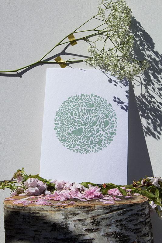 A4-papierblanc-constellationdepetalesenrond-vert