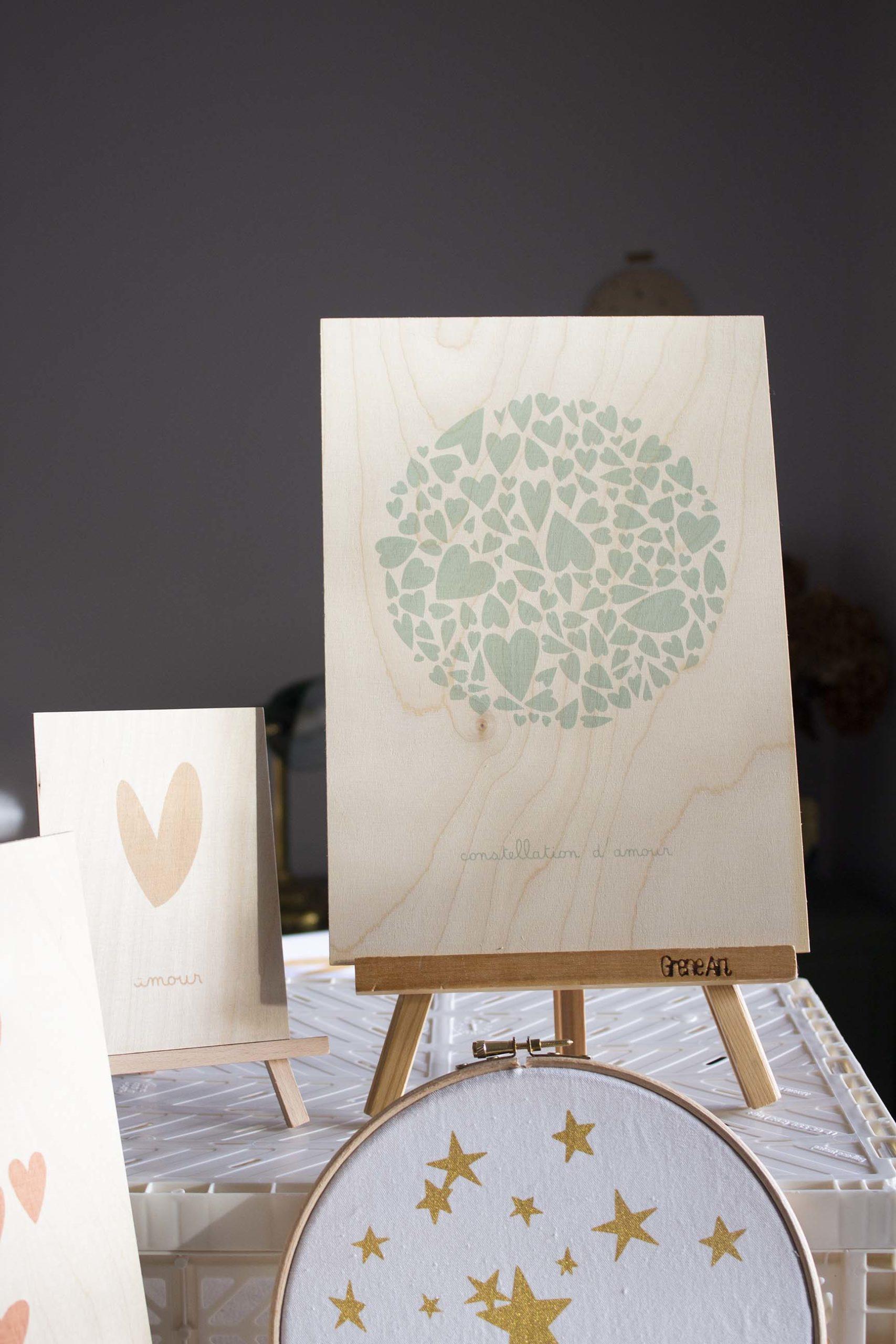 Affiche-A4-bois-constellationdamour-vertdeau-latelierdesorg-decoration